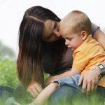 Anyák napja - kisfiú az anyukájával